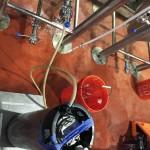 Pushing yeast into the fermenter via a pressurized corny keg.